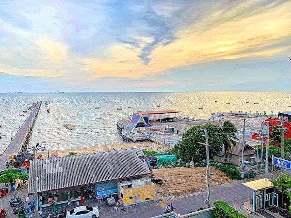 BBG シーザイド ラグジュリアス サービス アパートメント(BBG Seaside Luxurious Service Apartment)の客室バルコニーから見える海