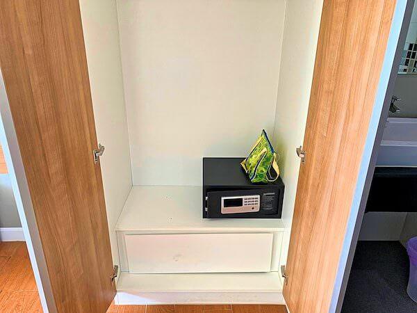 BBG シーザイド ラグジュリアス サービス アパートメント(BBG Seaside Luxurious Service Apartment)の客室クローゼット