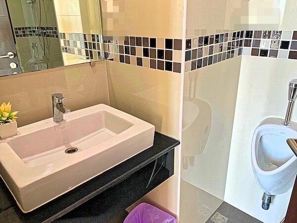 BBG シーザイド ラグジュリアス サービス アパートメント(BBG Seaside Luxurious Service Apartment)のシャワールーム1