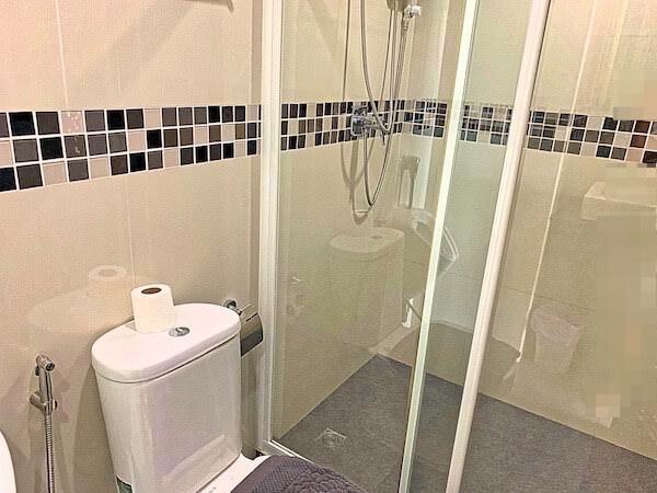 BBG シーザイド ラグジュリアス サービス アパートメント(BBG Seaside Luxurious Service Apartment)のシャワールーム2