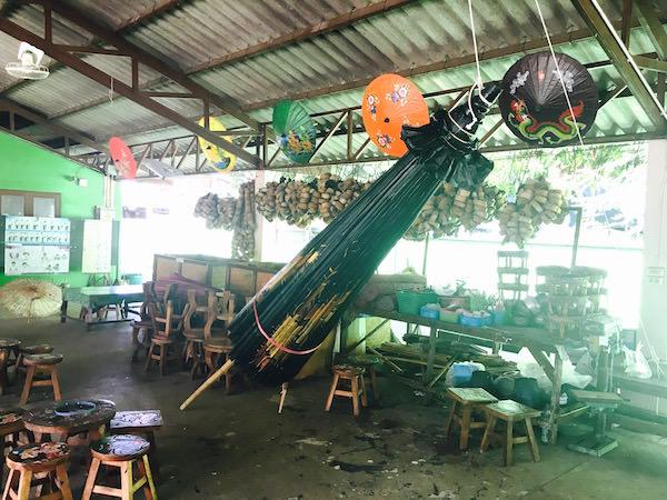 工房で作られた巨大傘