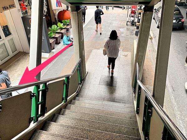 BTSプロンポンの4番出口階段