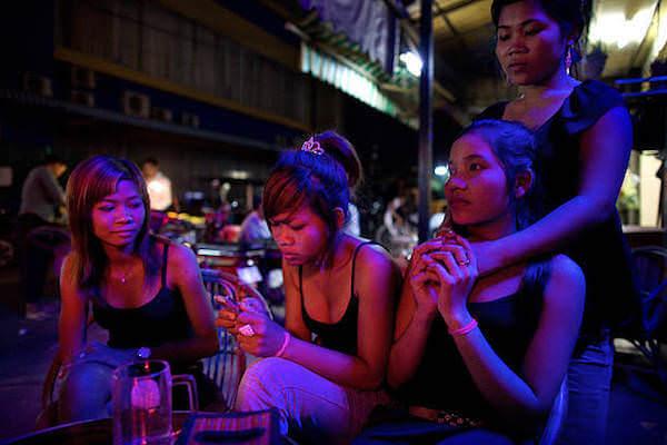 バーで働く女性達