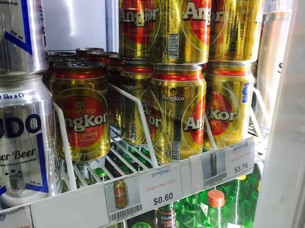 シェムリアップのスーパーで売られている缶ビール