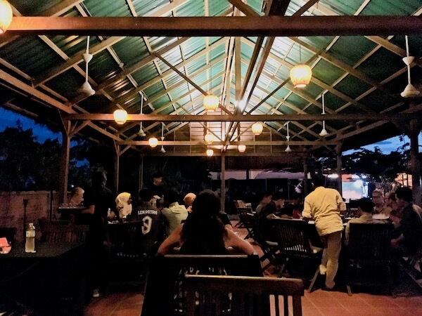 カンボジアサーカスのディナー会場
