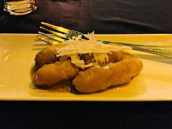 カンボジアサーカスショーのディナー3
