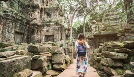ベンメリア遺跡を観光中の女性