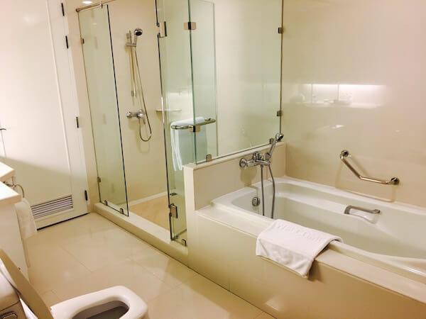 センター ポイント シーロム リバー ビュー ホテル(Centre Point Silom River View Hotel.)のバスルーム