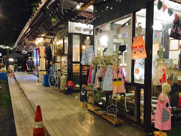チャンチュイの衣料品店