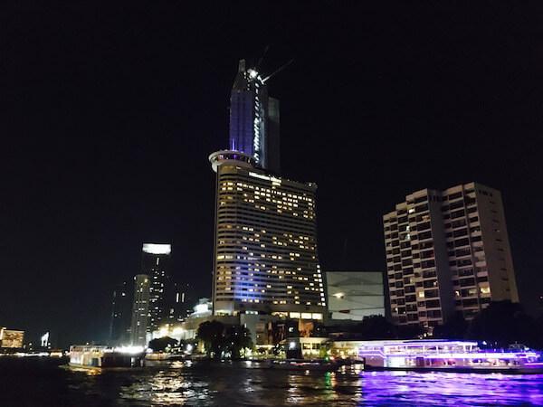 チャオプラヤー川沿いの豪華五つ星ホテル