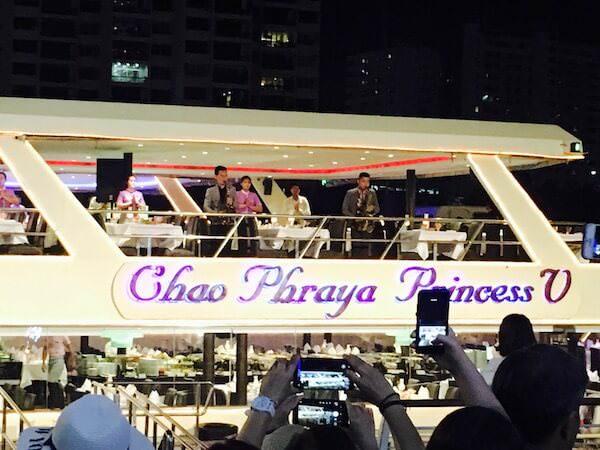 船着き場に到着したチャオプラヤープリンセス号