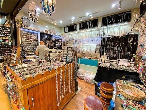 チャトゥチャックウィークエンドマーケットの天然石ショップ2