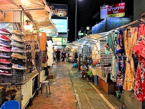 チェンマイナイトバザール(Chiang Mai Night Bazaar)の露店