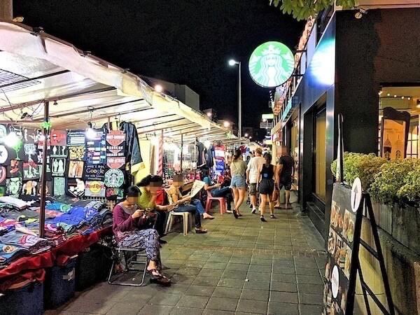 チェンマイナイトバザールの露店