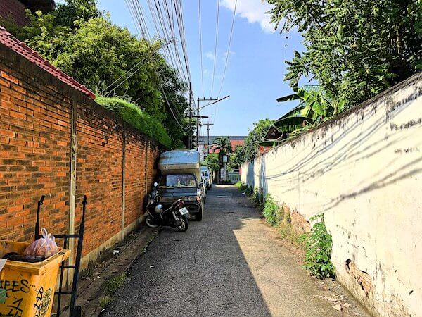 チェンマイ旧市街の細い路地
