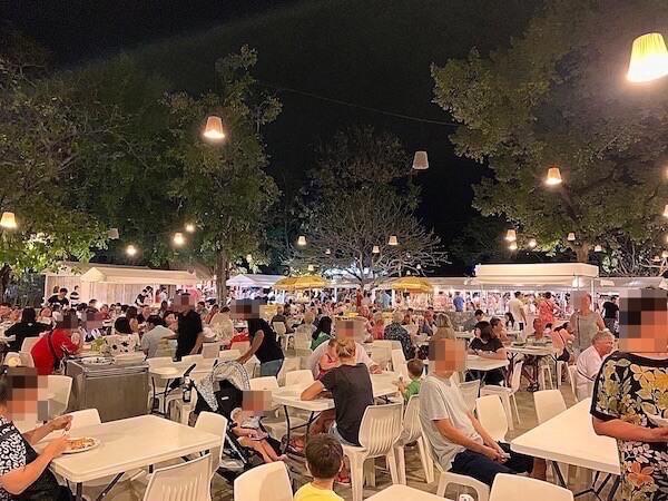 シカダマーケット(Cicada Night Market)の飲食店