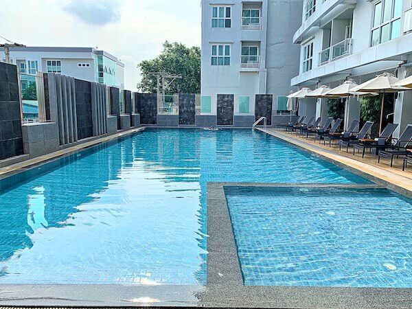 クラシック カメオ ホテル アンド サービスド アパートメンツ アユタヤ (Classic Kameo Hotel and Serviced Apartments, Ayutthaya)のプール