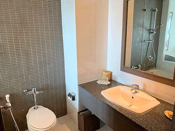 クラシック カメオ ホテル アンド サービスド アパートメンツ ラヨーン(Classic Kameo Hotel and Serviced Apartments Rayong)のバスルーム1
