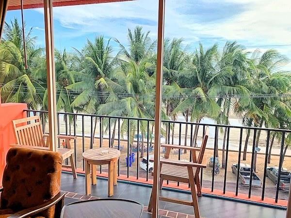 コースト バンセーン(Coasta Bangsaen)の客室ベッドルームから見えるオーシャンビュー