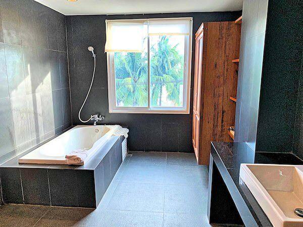 コースト バンセーン(Coasta Bangsaen)のバスルーム1