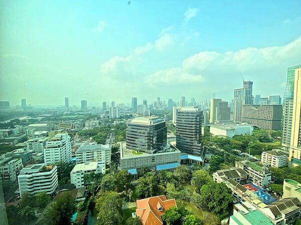 コンラッド バンコク(Conrad Bangkok)の客室窓から見える景色