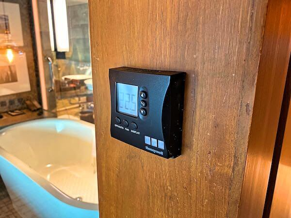 コンラッド バンコク(Conrad Bangkok)客室のエアコンパネル