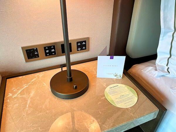 コンラッド バンコク(Conrad Bangkok)客室のナイトパネル