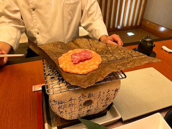コンラッド バンコク(Conrad Bangkok)のきさら(Kisara)で食べた飛騨牛の朴葉焼き1