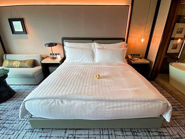 コンラッド バンコク(Conrad Bangkok)客室のベッド