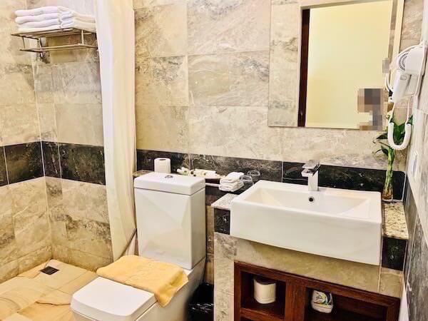 コーナー9 バサック ブティック ホテル(Corner9 Bassac Boutique Hotel)のシャワールーム