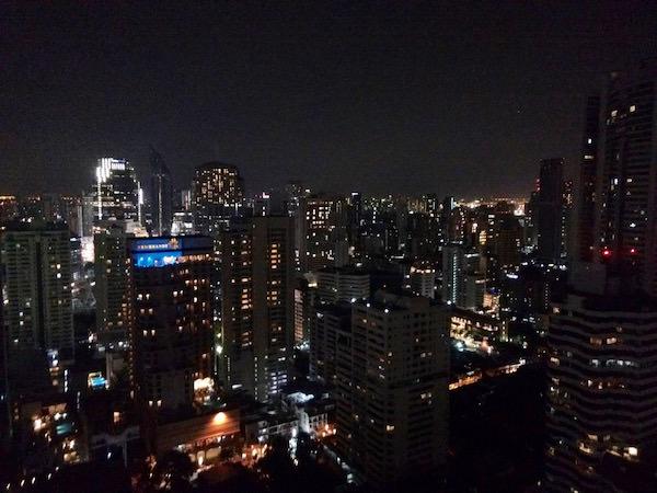 コラム バンコク スクンビット(Column Bangkok)のベッドルームから見える夜景