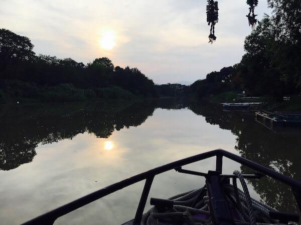 クルーズ船から見るピン川と夕日
