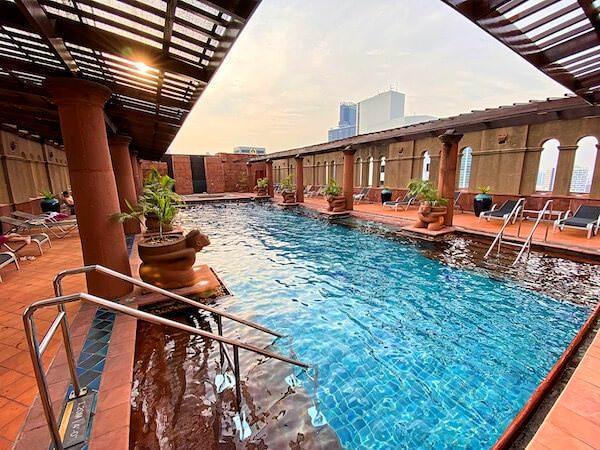 クラウンプラザ バンコク ルンピニ パーク(Crowne Plaza Bangkok Lumpini Park)のプール1