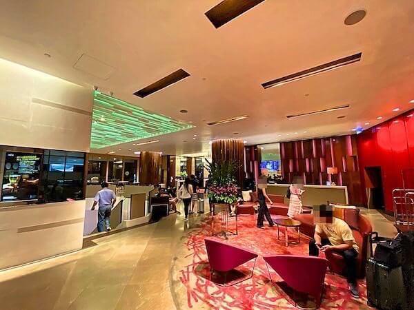 クラウンプラザ バンコク ルンピニ パーク(Crowne Plaza Bangkok Lumpini Park)1階のホテル入り口
