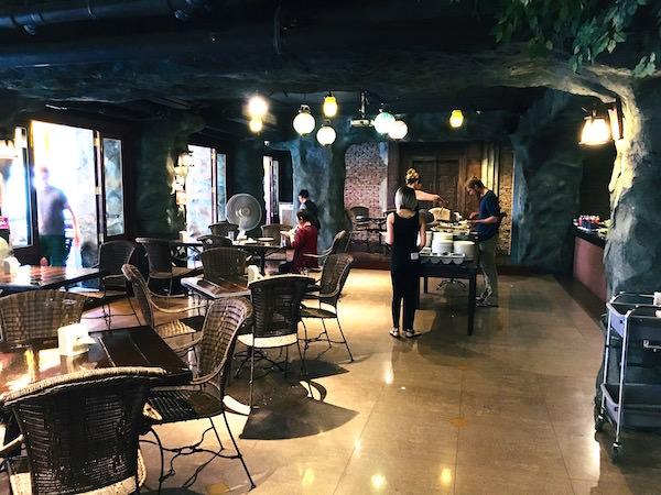 ダン ドゥーム ホテルの朝食会場