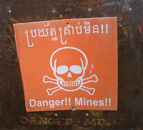 地雷警告の看板
