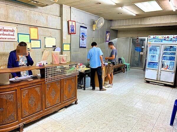 ドンムアン空港行きマイクロバス乗り場のオフィス内