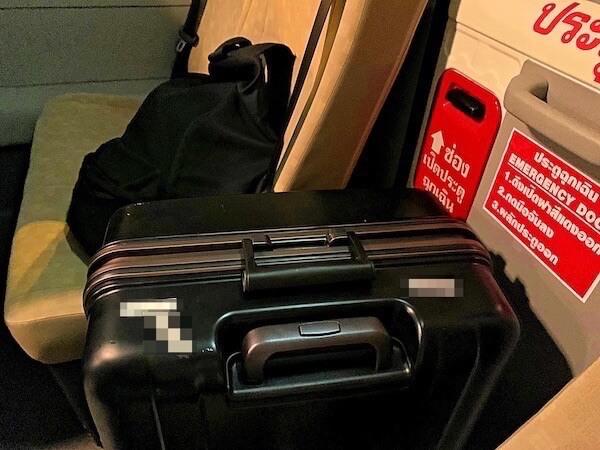 マイクロバス車内に置いた荷物