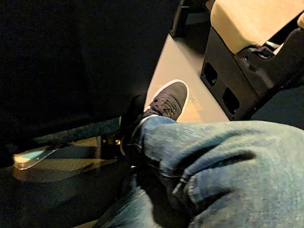 パタヤ発ドンムアン空港行きマイクロバスの座席2