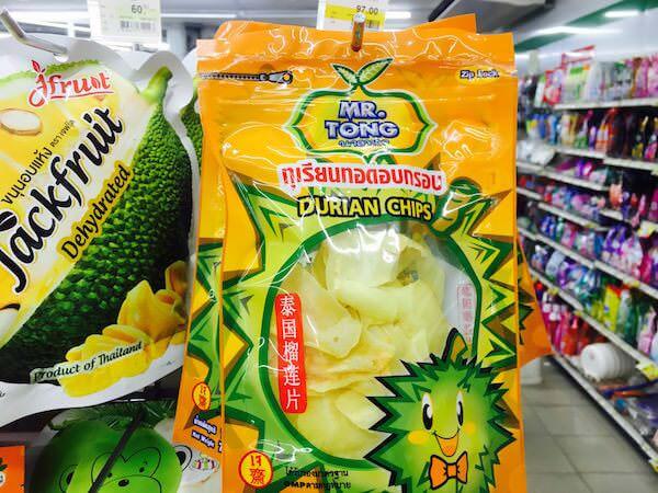 タイのコンビニで売られているドリアンチップス