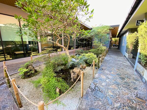 Dzen Onsen and Spaの庭園