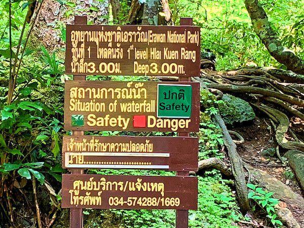 エラワンの滝にある水深表示