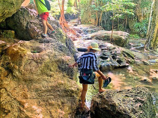 エラワン国立公園内の険しい岩場