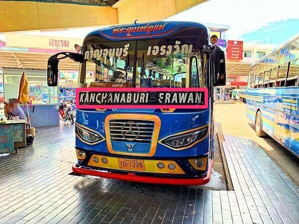 エラワンの滝へ行くバス