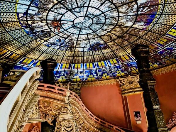 エラワン博物館のステンドグラスドーム