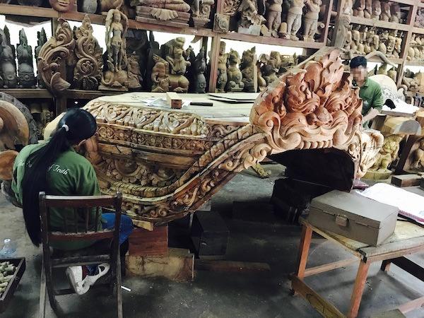 サンクチュアリオブトゥルースの像を作る人達