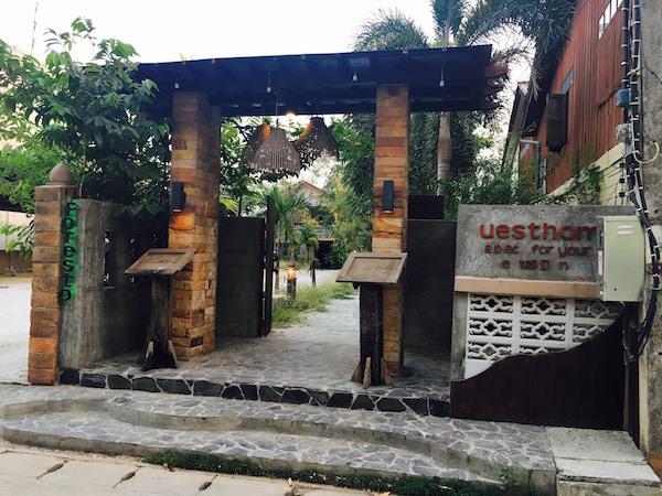 フォレスト スコータイ ゲストハウス(Forest Sukhothai Guest House)の入り口