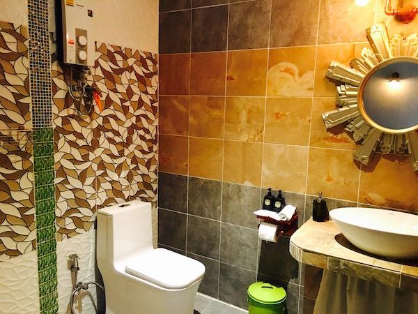 フォレスト スコータイ ゲストハウス(Forest Sukhothai Guest House)のシャワールーム1