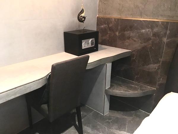 フォレスト スコータイ ゲストハウス(Forest Sukhothai Guest House)の作業机