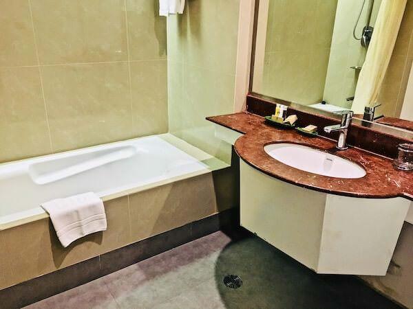 フォーチュン ラジュプルーク ホテル (Fortune Rajpruek Hotel)のバスルーム